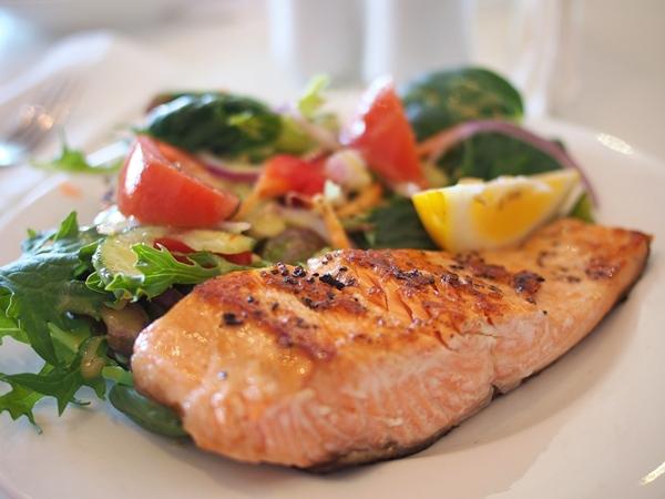 gesunde omega 3 fettsäuren lachs